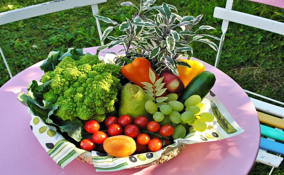 Fresh Fruit and Vegetables Basket to prevent constipation