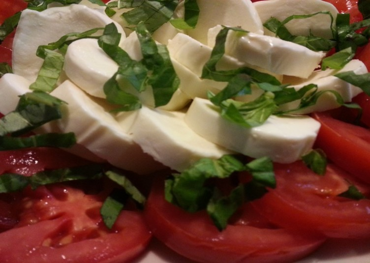Tomato and Mozzarella, mediterranean diet for a healthy heart